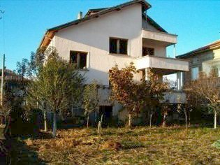 built property in the center of the balneological resort Hisar