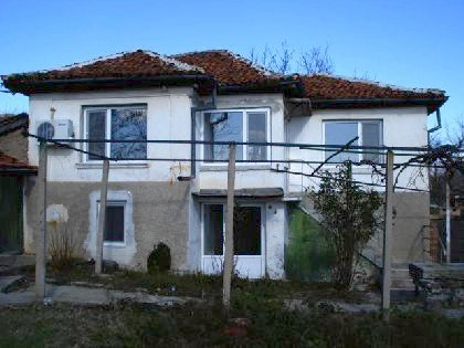 Two storey house presented in a very good condition