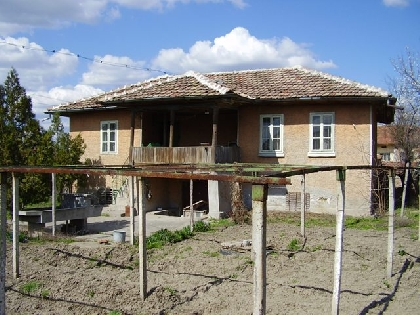 Cheap old authentic house in Pleven region