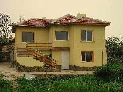 Do not miss this offer to purchase in two storey Bulgarian property at a reasonable price!