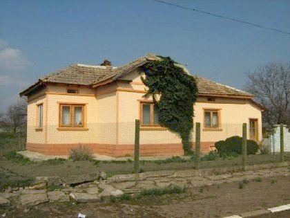 House for sale near dobrich, house near resort, dobrich beach resort, beach resort, property near resort, buy property in resort, bulgarian property, property near dobrich, property dobrich, house near bulgarian resort, dobrich resort