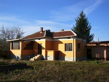 Cozy house in Bulgarian style situated on the bank of the Danube River,Property in bulgaria, House in Bulgaria, Bulgarian property, Bulgarian house, buy house in Bulgaria, Bulgarian house for sale, brick house, brick property, house for sale in Rousse, Bulgarian estate, Bulgaran brick house